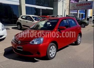 Toyota Etios Sedan XS usado (2014) color Rojo precio $465.000