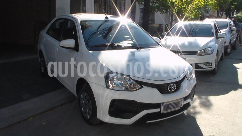Toyota Etios Sedan XS usado (2017) color Blanco precio $749.900