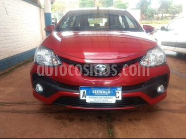 Toyota Etios Sedan - usado (2017) color Rojo precio $710.000