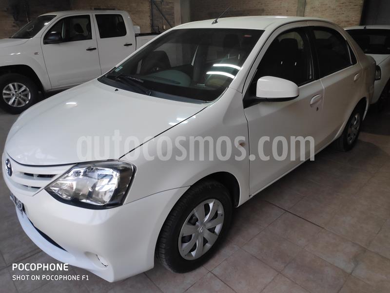 Toyota Etios Sedan XS usado (2014) color Blanco precio $680.000