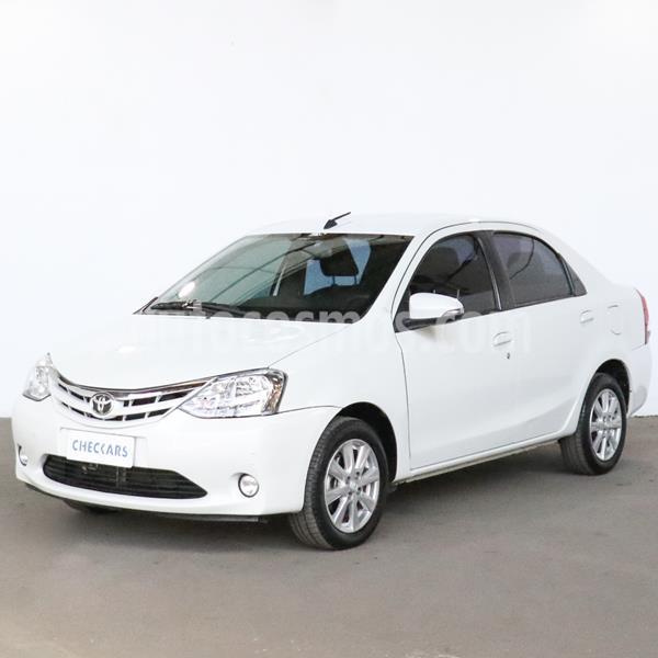 Toyota Etios Sedan XLS Aut usado (2016) color Blanco precio $914.000