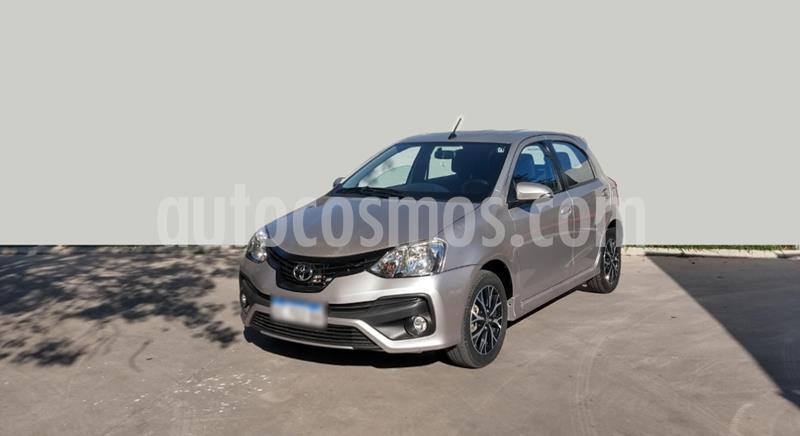 Toyota Etios Sedan XLS Aut 2016/17 usado (2018) color Gris Claro precio $1.150.000