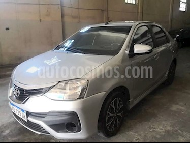 Toyota Etios Sedan Platinum Aut usado (2017) color Gris Plata  precio $510.000
