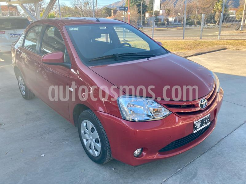 Toyota Etios Sedan XS usado (2015) color Rojo precio $620.000