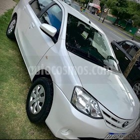 Toyota Etios Sedan XS usado (2016) color Blanco precio $550.000