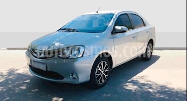 Toyota Etios Sedan Platinum Aut usado (2017) color Gris Claro precio $650.000