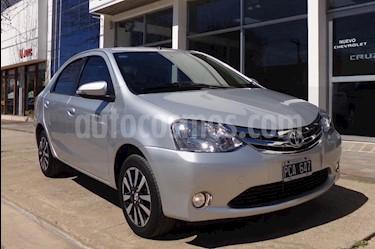 Toyota Etios Sedan Platinum Aut usado (2015) color Gris Claro precio $475.000