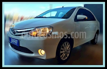 Foto Toyota Etios Sedan XLS usado (2015) color Blanco precio $517.000