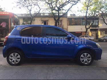 Foto Toyota Etios Sedan XS usado (2014) color Azul Celeste precio $290.000