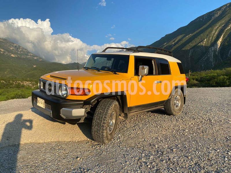 Toyota FJ Cruiser Premium usado (2008) color Amarillo precio $289,900