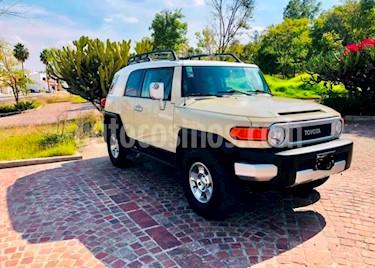 Toyota FJ Cruiser Premium usado (2010) color Beige precio $345,000
