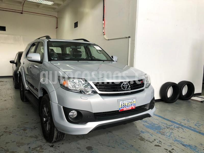 Toyota Fortuner 4.0L Aut 4x2 usado (2019) color Plata precio u$s54.000