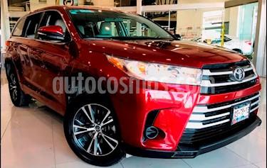 Foto venta Auto Seminuevo Toyota Highlander LE (2017) color Rojo precio $439,000