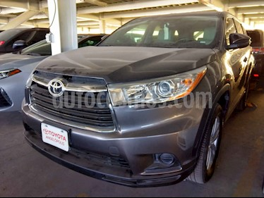 Toyota Highlander 5p LE V6/3.5 Aut usado (2015) color Gris precio $298,000