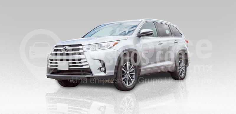 Toyota Highlander XLE usado (2018) color Plata Dorado precio $460,000