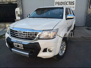 Toyota Hilux 2.7 4x2 SRV DC Cuero usado (2014) color Blanco precio $910.000