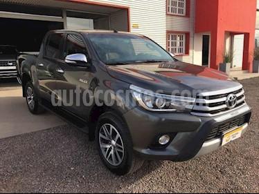 foto Toyota Hilux 2.8 4x4 SRX TDi DC Aut usado (2016) color Gris Oscuro precio $1.600.000