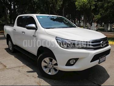 Foto Toyota Hilux 4P DOBLE CAB TD TA A/AC PIEL F.NIEBLA RA-17 4X4 usado (2018) color Blanco precio $480,000