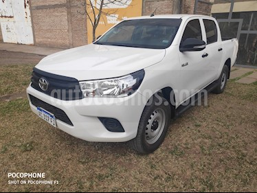 Toyota Hilux 2.4 4x2 DX TDi DC usado (2017) color Blanco precio $2.200.000