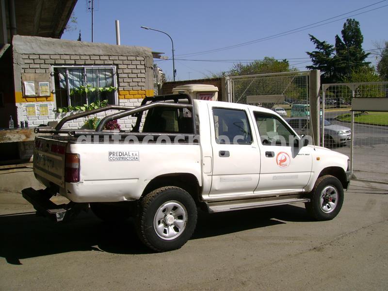 Toyota Hilux 3.0 4x4 DX DC usado (2004) color Blanco precio $650.000