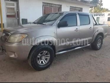 Toyota Hilux 2.5 4x2 DX DC usado (2005) color Bronce precio $750.000
