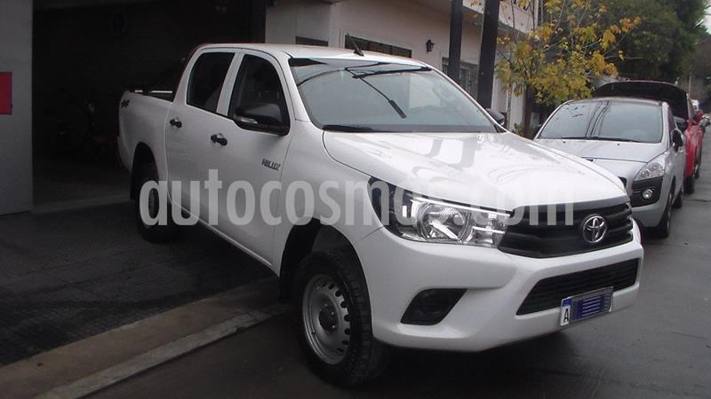Toyota Hilux 2.4 4x4 DX TDi DC  usado (2017) color Blanco precio $2.499.900