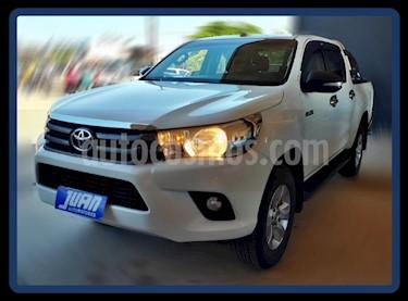 Toyota Hilux 2.4 4x2 SR TDi DC usado (2017) color Blanco precio $1.500.000
