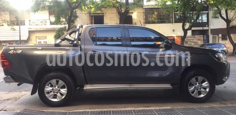 Toyota Hilux 2.8 4x4 SR TDi DC usado (2017) color Gris Oscuro precio $2.500.000