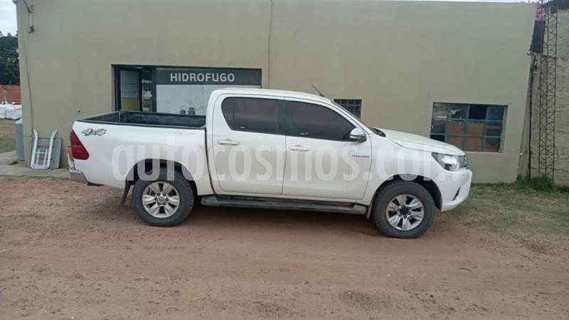 Toyota Hilux 2.8 4x4 SRV TDi DC usado (2017) color Blanco precio $2.450.000