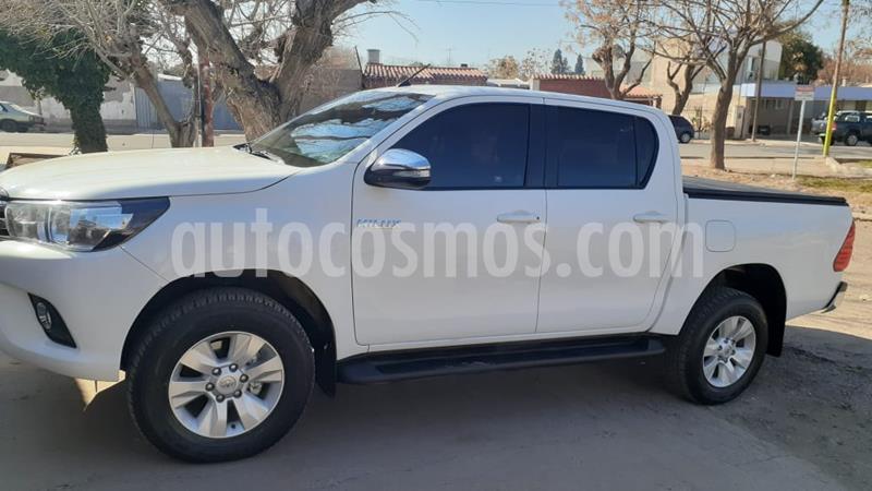 Toyota Hilux 2.8 4x2 SRV TDi DC usado (2016) color Blanco precio $2.300.000