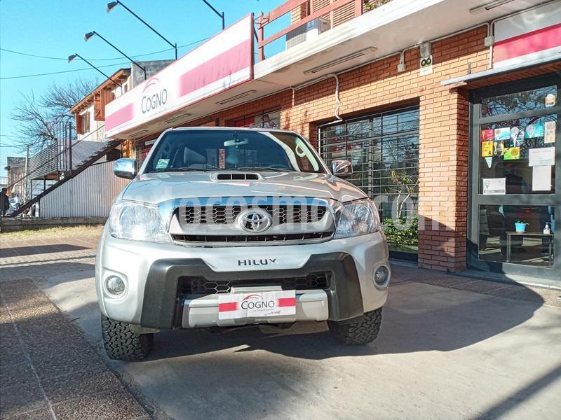 Toyota Hilux 3.0 4x2 SRV TDi DC usado (2010) color Gris Claro precio $1.111.111