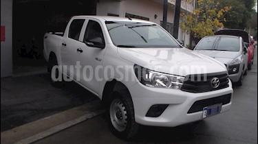 Toyota Hilux 2.4 4x4 DX TDi DC  usado (2017) color Blanco precio $1.799.900