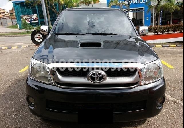 Toyota Hilux 3.0 4x4 SRV TDi DC Aut usado (2011) color Negro precio $1.200.000