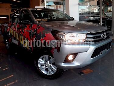 Foto venta Auto Seminuevo Toyota Hilux Cabina Doble SR (2019) color Plata precio $370,000