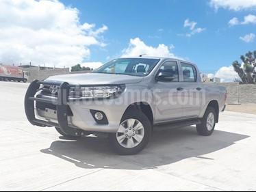 Foto Toyota Hilux Cabina Doble SR usado (2018) color Plata precio $348,000