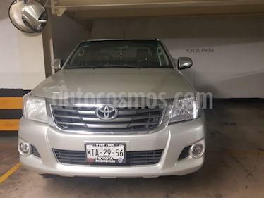 Toyota Hilux Cabina Doble usado (2014) color Plata precio $225,000