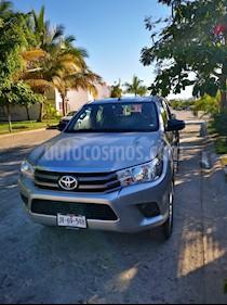 Toyota Hilux Cabina Doble usado (2018) color Gris Plata  precio $330,000
