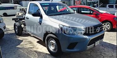 Foto venta Auto usado Toyota Hilux Chasis Cabina (2017) color Plata precio $225,000