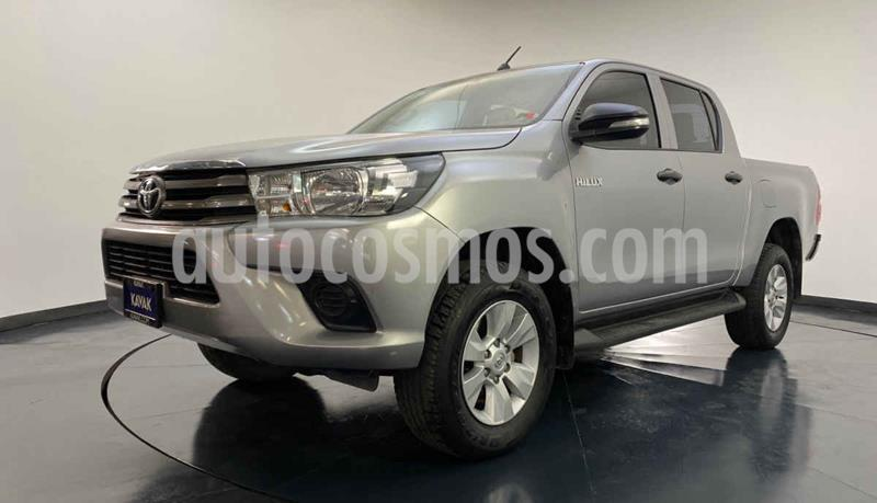 Toyota Hilux Cabina Doble SR usado (2016) color Plata precio $304,999