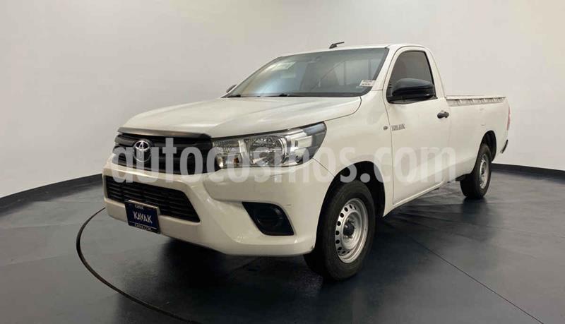 Toyota Hilux Cabina Sencilla usado (2016) color Blanco precio $252,999