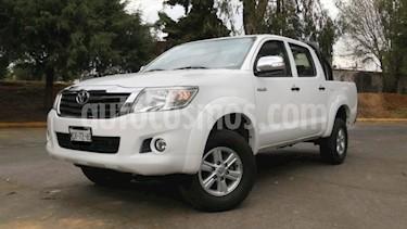 Toyota Hilux 4P DOBLE CAB MID TM5 A/AC VE RA-15 usado (2014) color Blanco precio $219,000