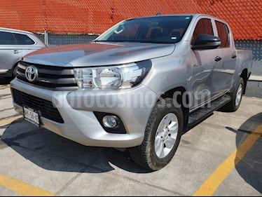 Toyota Hilux Cabina Doble usado (2019) color Gris Plata  precio $339,000