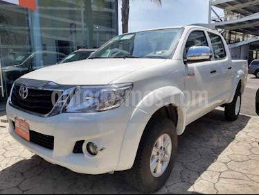 Toyota Hilux 4p Doble Cabina SR L4/2.7 Man usado (2015) color Blanco precio $265,000