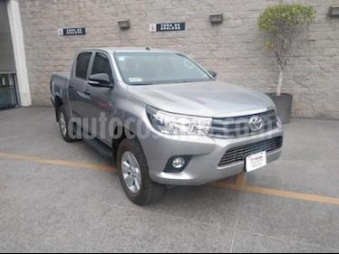 Toyota Hilux 4P DOBLE CAB MID TM5 A/AC VE RA-17 usado (2017) color Plata precio $329,000