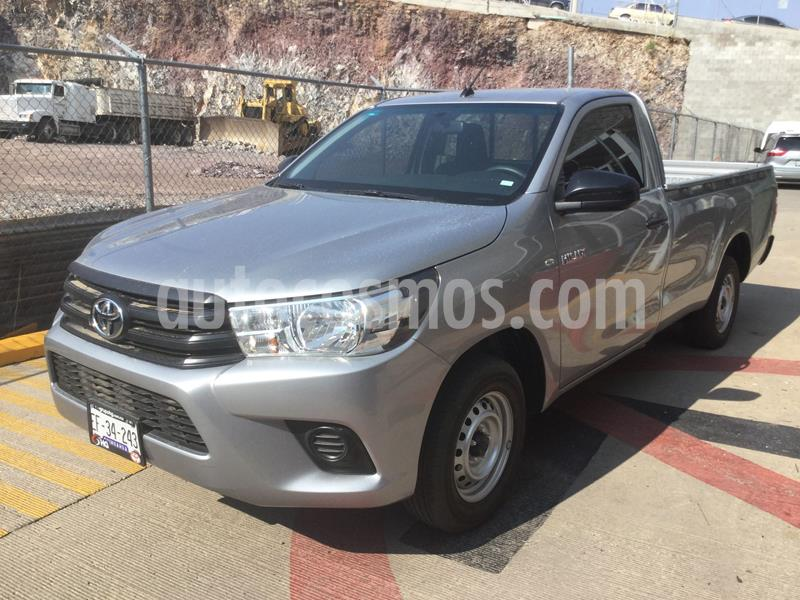 Toyota Hilux Cabina Sencilla usado (2019) color Plata Dorado precio $288,000