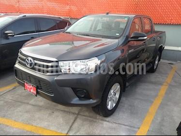 Toyota Hilux Cabina Doble Base usado (2017) color Gris precio $349,000