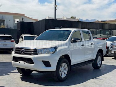 Toyota Hilux Cabina Doble Base usado (2017) color Blanco precio $310,800