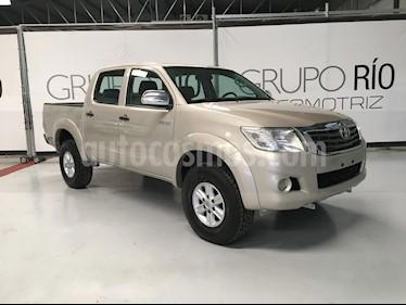 Toyota Hilux Cabina Doble SR usado (2012) color Dorado precio $215,000