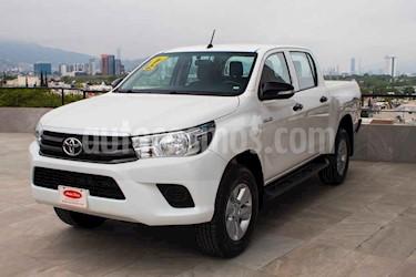 Toyota Hilux Cabina Doble Base usado (2017) color Blanco precio $299,700