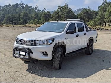 Toyota Hilux Cabina Doble Base usado (2019) color Blanco precio $399,999
